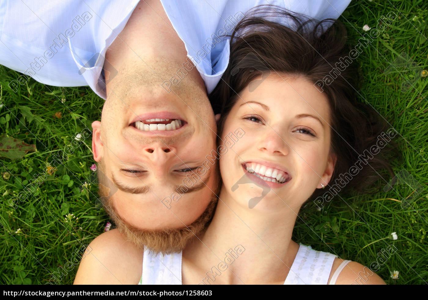 glückliches, lachendes, paar - 1258603