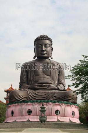 buddha statue in taiwan