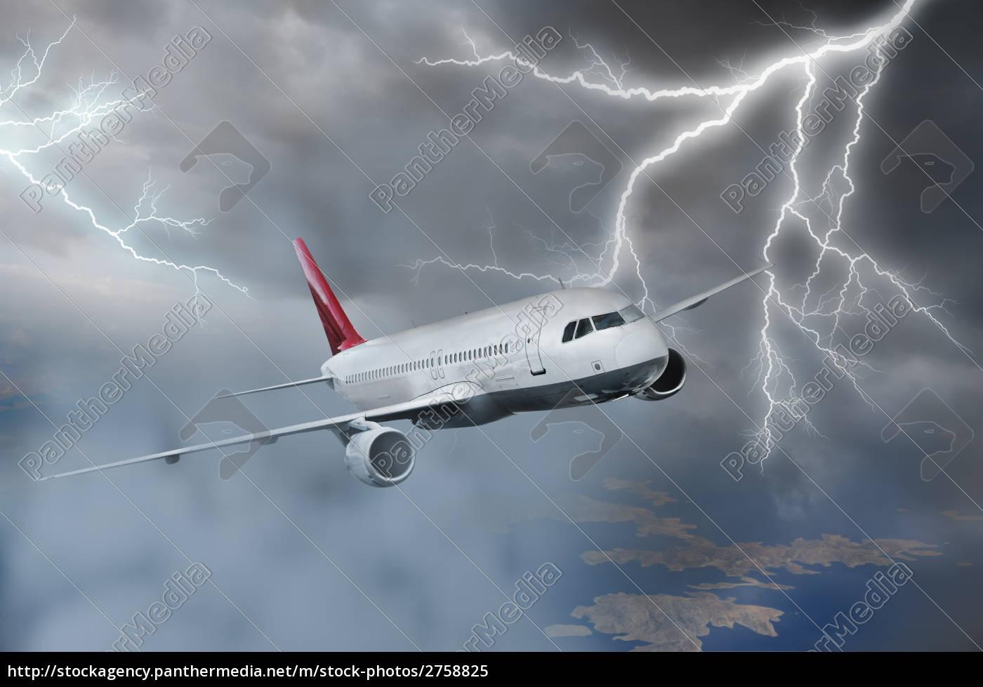 flugzeug, fliegt, in, sturm - 2758825