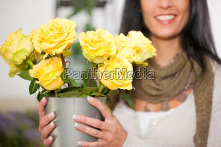 floristin in blumenladen