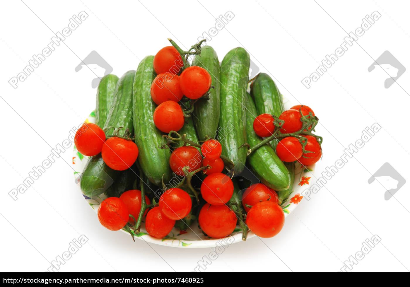 platte, mit, gurken, und, tomaten, isoliert - 7460925