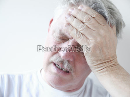 man with dizziness and head pain