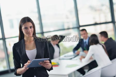 geschäftsleute, in, einer, sitzung, im, büro - 9983588
