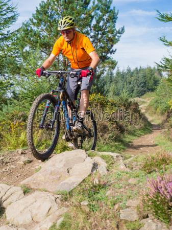 mountainbiker, reiten, routen, in, wales - 10080534