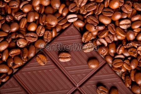 schokolade mit kaffeebohnen textur hintergrund