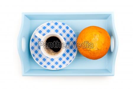 muffin mit tasse kaffee in einem