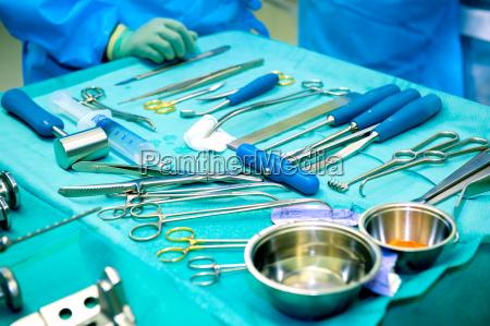 chirurgendie an einem patienten