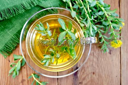 herbal tea with rhodiola rosea on