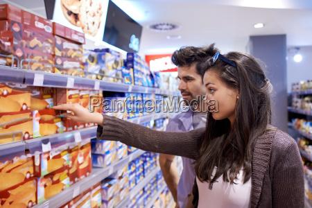 paar, einkauf, in, einem, supermarkt - 14325575