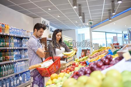 paar, einkaufen, in, einem, supermarkt - 14325599