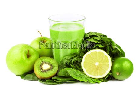 gruener smoothie mit obst und gemuese