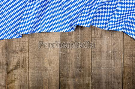 holzbretter mit bayerischem rautenmuster