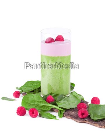 smoothie gruen mit obst und gemuese