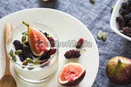 greek yogurt with fig mulberries and