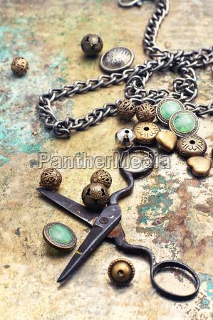 fashion accessory for needlework