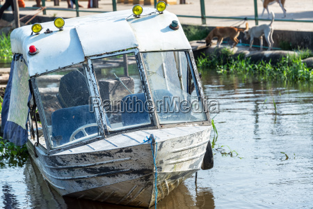old boat in leticia colombia