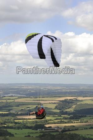 france bretagne finistere paraglider up in