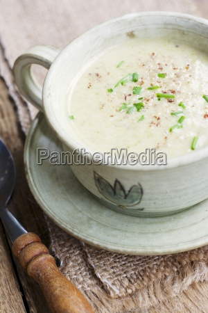 roasted brussels sprout soup with hazelnuts
