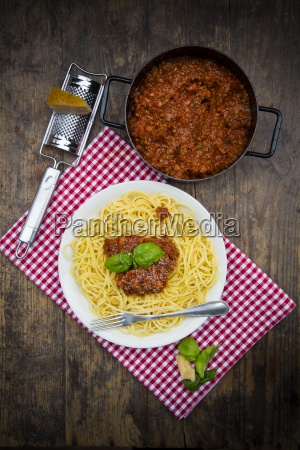 plate of spaghetti bolognese cooking pot