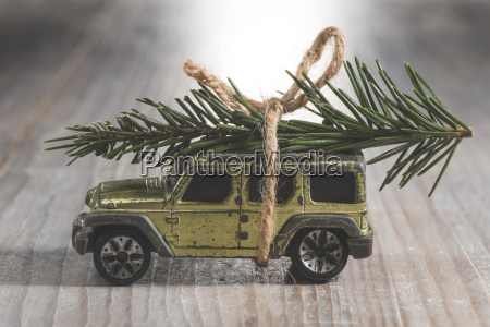 suv car toy with christmas tree