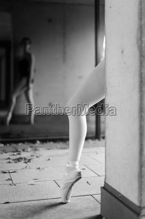 leg of female ballet dancer with