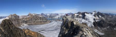 greenland kulusuk mountaineers in the schweizerland
