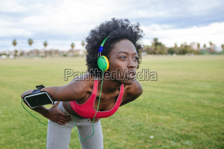 ng black athlete listening music with