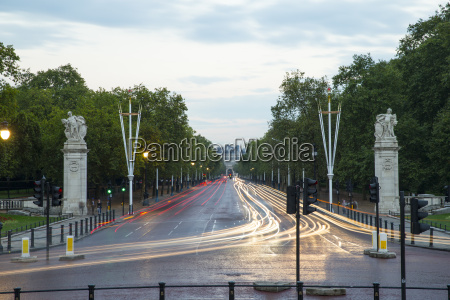 constitution hill at buckingham palace london