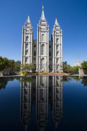 mormon salt lake temple reflecting in