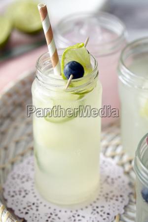 stilleben trinken trinkend trinkt getraenk gefroren