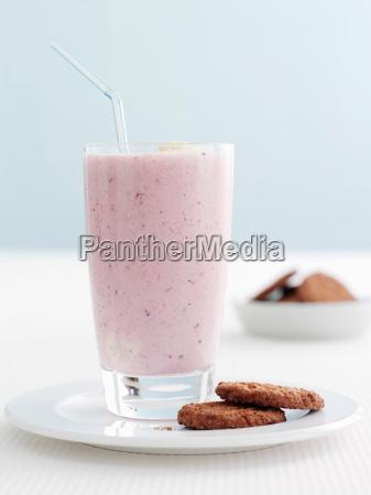 platte der frucht smoothie und cookies