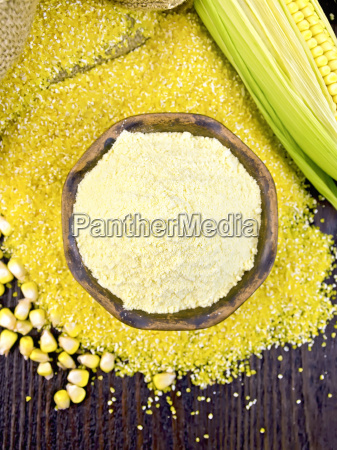 flour corn in bowl with grits
