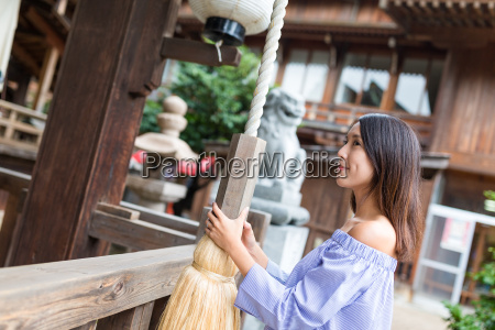 woman holding the rope of the