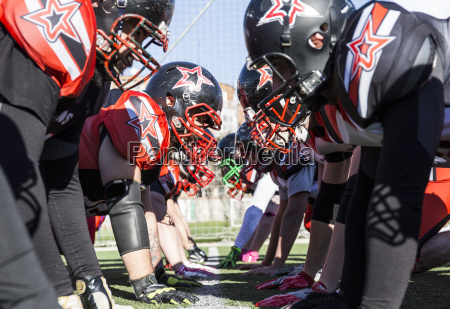 american football players on the line