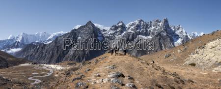nepal himalaya khumbu everest region trekkers