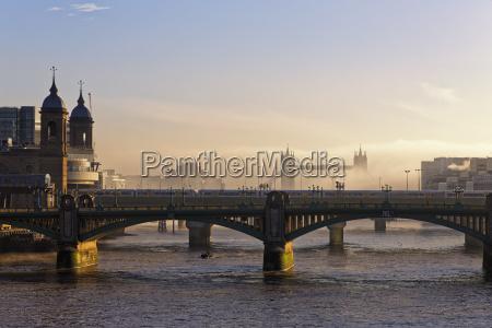 uk london cannon street railway bridge