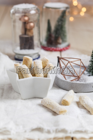 vanilla cookies with icing sugar