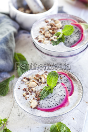 smoothie bowls with dragon fruit chia