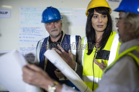 construction worker and engineer discussing project