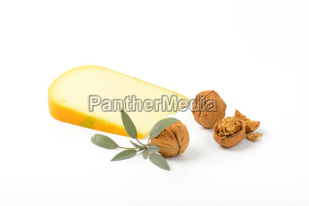gouda cheese with walnuts and sage
