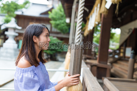 young woman holding the rope in
