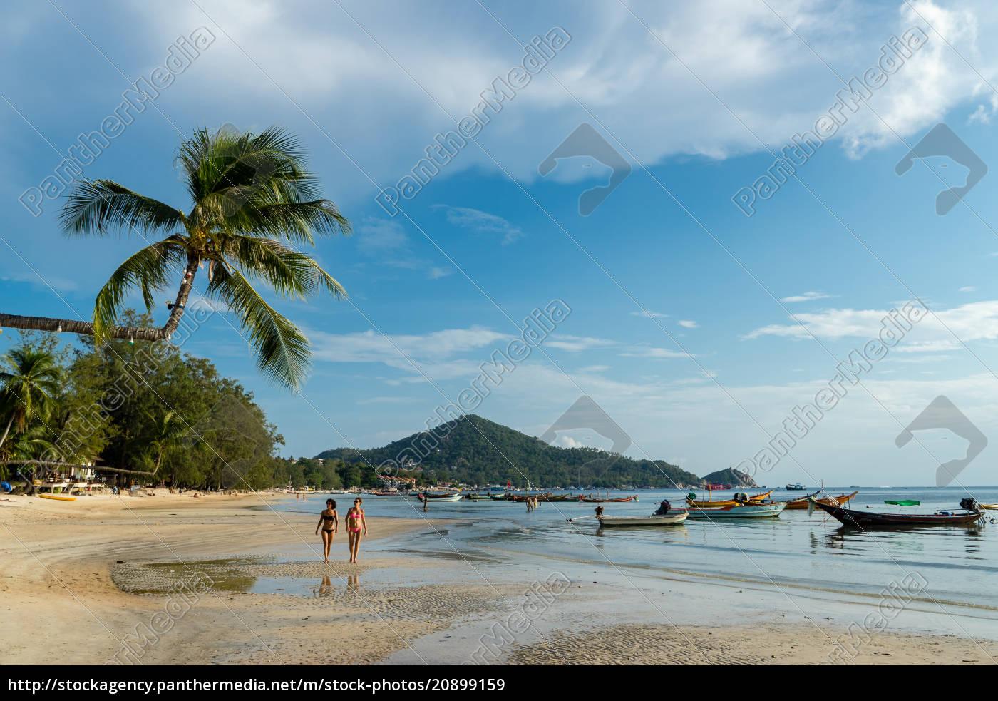 zwei, frauen, auf, sairee, beach, auf, der - 20899159