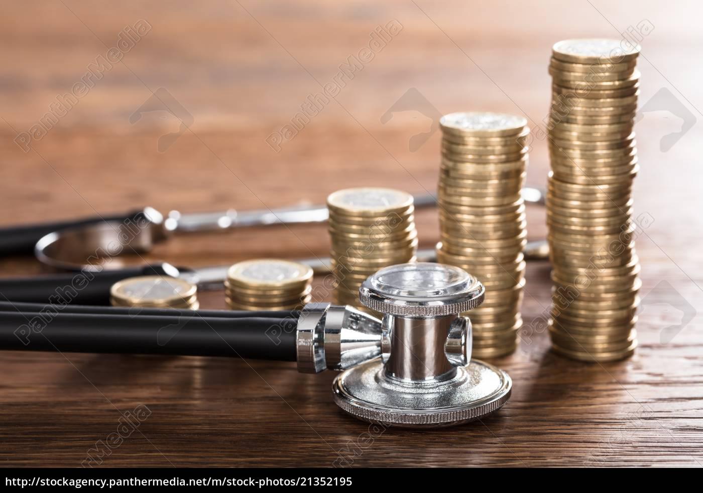 stethoskop, mit, gestapelter, münze - 21352195