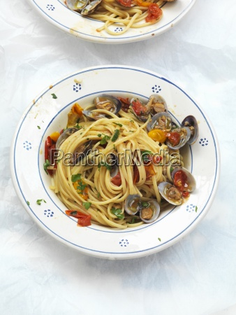 linguine vongole with tomatoes