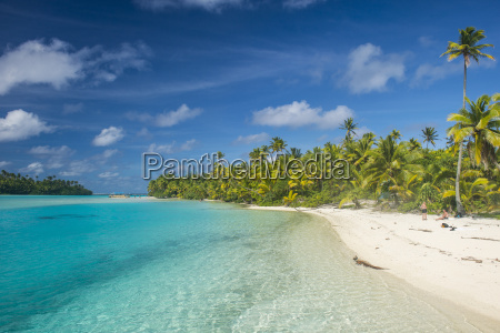 white sand bank in the turquoise