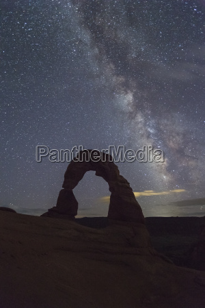 milky way above delicate arch arches
